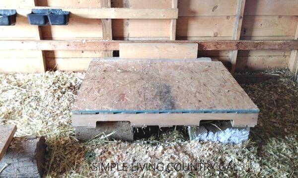 Lift the boat bed pallet onto cinder blocks