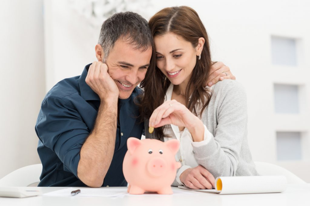 couple saving money. How to save money this week so you can catch up on your bills. #savemoney #budgeting #frugaltips