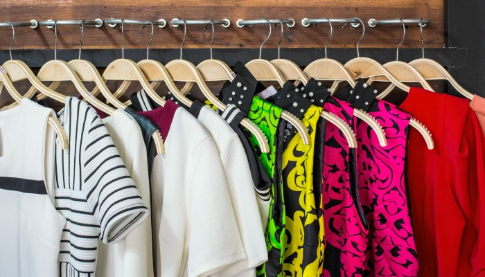 how to easily organize your closet.There is nothing more frustrating than a clutter-filled closet. But the thought of cleaning one out is just as frustrating. How about some simple hacks from top bloggers on how to best declutter and organize your closet? Ya, we can fix that! #organizecloset #declutter #slcg